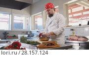 Купить «Chef serves the salad by placing the ingredients on a plate», фото № 28157124, снято 20 апреля 2018 г. (c) Константин Шишкин / Фотобанк Лори