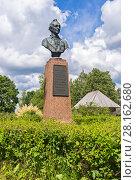 Купить «Monument to Alexander Suvorov in his estate near Borovichi in the summer sunny day», фото № 28162680, снято 22 июля 2017 г. (c) FotograFF / Фотобанк Лори