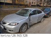 Купить «Автомобиль после аварии», эксклюзивное фото № 28163128, снято 11 марта 2017 г. (c) Юрий Морозов / Фотобанк Лори