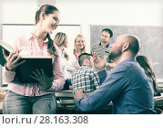 Купить «students chatting at training session for employees during break in classroom», фото № 28163308, снято 19 сентября 2018 г. (c) Яков Филимонов / Фотобанк Лори