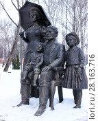 Купить «Скульптура «Фото на память». Город Липецк», фото № 28163716, снято 12 марта 2018 г. (c) Евгений Будюкин / Фотобанк Лори