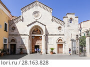 Cattedrale dei Santi Filippo e Giacomo в Сорренто, Италия (2017 год). Редакционное фото, фотограф Николай Коржов / Фотобанк Лори