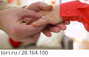 man giving diamond ring to woman at valentines day. Стоковое видео, видеограф Syda Productions / Фотобанк Лори