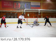 Купить «MOSCOW - SEP 5, 2016: Nonprofessional players play hockey in ice palace in Novokosino», фото № 28170976, снято 5 сентября 2016 г. (c) Losevsky Pavel / Фотобанк Лори