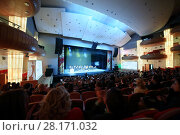 MOSCOW - OCT 25, 2016: Concert and viewers during ceremony Top 1000 Russian Managers awards in Moscow State Music Theatre of Russian folk song. Редакционное фото, фотограф Losevsky Pavel / Фотобанк Лори