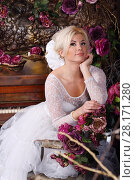 Купить «Pretty girl in white dress poses near piano in stylish studio with flowers», фото № 28171280, снято 27 ноября 2015 г. (c) Losevsky Pavel / Фотобанк Лори