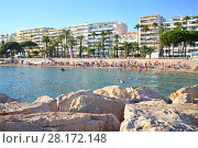 Купить «People relax on beach in city, view from rocky pier in Cannes, France», фото № 28172148, снято 28 июля 2016 г. (c) Losevsky Pavel / Фотобанк Лори