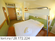 Купить «Empty clean stateroom with double bed with top bunk and shower», фото № 28172224, снято 30 июля 2016 г. (c) Losevsky Pavel / Фотобанк Лори