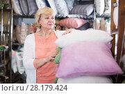 Купить «woman purchaser holding pillows», фото № 28179424, снято 29 ноября 2017 г. (c) Яков Филимонов / Фотобанк Лори