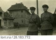 Купить «Офицеры Советской Армии на улице освобожденного города. 1945», фото № 28183772, снято 23 июля 2019 г. (c) Retro / Фотобанк Лори