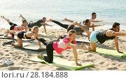 Купить «Group of sporty people practicing various yoga positions during training on beach», видеоролик № 28184888, снято 26 июня 2017 г. (c) Яков Филимонов / Фотобанк Лори