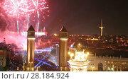 New Year celebrations with city lights at Placa Espana in Barcelona (2017 год). Стоковое видео, видеограф Яков Филимонов / Фотобанк Лори
