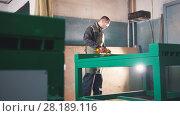Купить «The worker male grinding the steel mechanism on industry», фото № 28189116, снято 22 мая 2018 г. (c) Константин Шишкин / Фотобанк Лори