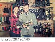 Купить «Couple deciding on protective gloves», фото № 28190140, снято 8 марта 2017 г. (c) Яков Филимонов / Фотобанк Лори