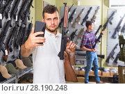 Купить «Male is taking selfie on phone with air gun», фото № 28190248, снято 4 июля 2017 г. (c) Яков Филимонов / Фотобанк Лори