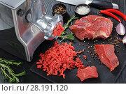 Купить «meat grinder is making beef forcemeat», фото № 28191120, снято 6 марта 2018 г. (c) Oksana Zh / Фотобанк Лори
