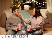 Купить «happy couple eating popcorn at home», фото № 28193044, снято 13 января 2018 г. (c) Syda Productions / Фотобанк Лори