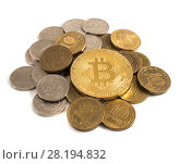 Купить «Монета биткоин на фоне российских рублей», фото № 28194832, снято 13 августа 2017 г. (c) Литвяк Игорь / Фотобанк Лори