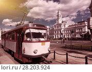 Купить «Tram on Arad town hall square», фото № 28203924, снято 13 сентября 2017 г. (c) Яков Филимонов / Фотобанк Лори
