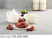 Купить «Berry shortcake donuts with tea», фото № 28204440, снято 12 марта 2018 г. (c) Елена Веселова / Фотобанк Лори
