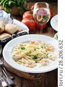 Купить «Fettuccine Alfredo with shrimp», фото № 28206632, снято 14 марта 2018 г. (c) Елена Веселова / Фотобанк Лори