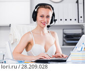 Купить «Female working in bra», фото № 28209028, снято 24 апреля 2017 г. (c) Яков Филимонов / Фотобанк Лори