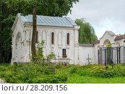 Купить «Часовня-усыпальница на польском католическом кладбище. Смоленск», эксклюзивное фото № 28209156, снято 15 августа 2016 г. (c) Александр Щепин / Фотобанк Лори