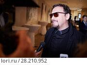 Купить «MOSCOW, RUSSIA - JUN 06, 2016: Singer Stas Mikhailov gives interview at the ceremony of awarding Fashion People Awards in hotel DoubleTree by Hilton Moscow - Marina», фото № 28210952, снято 6 июня 2016 г. (c) Losevsky Pavel / Фотобанк Лори