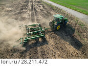 Купить «KRASNODAR REGION, RUSSIA - AUG 19, 2015: Tractor plow field, In 2015 in Krasnodar region have collected record grain harvest - 102 million tons of grain», фото № 28211472, снято 19 августа 2015 г. (c) Losevsky Pavel / Фотобанк Лори