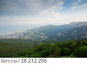 Купить «Fog coast of sea, town and green mountains at hot summer day», фото № 28212256, снято 3 августа 2014 г. (c) Losevsky Pavel / Фотобанк Лори