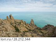 Rocks near sea waterside, skyline and blue water at summer day. Стоковое фото, фотограф Losevsky Pavel / Фотобанк Лори