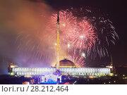 Купить «MOSCOW, RUSSIA - MAY 9, 2015: Fireworks in honor of Victory Day on May 9 at Poklonnaya hill», фото № 28212464, снято 9 мая 2015 г. (c) Losevsky Pavel / Фотобанк Лори