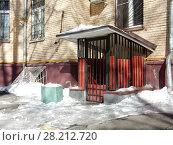 """Купить «Компания ООО """"Video-Control"""". Шестиэтажный кирпичный жилой дом (1950). Беговая улица, 15. Беговой район. Город Москва», эксклюзивное фото № 28212720, снято 19 марта 2018 г. (c) lana1501 / Фотобанк Лори"""