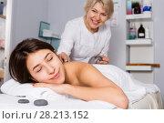Young woman having massage. Стоковое фото, фотограф Яков Филимонов / Фотобанк Лори