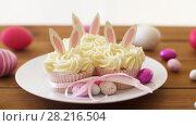 Купить «cupcakes with easter eggs and candies on table», видеоролик № 28216504, снято 15 марта 2018 г. (c) Syda Productions / Фотобанк Лори