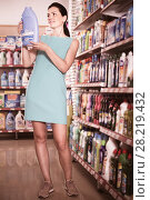 Купить «Nice female want to buying softener in bottle», фото № 28219432, снято 6 июня 2017 г. (c) Яков Филимонов / Фотобанк Лори