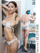 Купить «Girls dressing swimsuit in locker room», фото № 28219848, снято 12 июня 2017 г. (c) Яков Филимонов / Фотобанк Лори