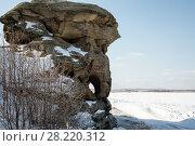 Купить «Скалы Большие Аллаки в Челябинской области с рисунками древнего человека», фото № 28220312, снято 27 февраля 2020 г. (c) Денис Черкашин / Фотобанк Лори
