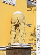 Купить «Скульптура атланта, поддерживающего небесный свод, перед зданием Адмиралтейства в Санкт-Петербурге», фото № 28220372, снято 27 февраля 2018 г. (c) Овчинникова Ирина / Фотобанк Лори