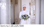 Купить «Beautiful muslim bride in wedding dress with bridal headdress in studio», видеоролик № 28225500, снято 27 июня 2019 г. (c) Константин Шишкин / Фотобанк Лори