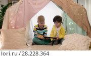 Купить «little boys with tablet pc in kids tent at home», видеоролик № 28228364, снято 23 февраля 2018 г. (c) Syda Productions / Фотобанк Лори