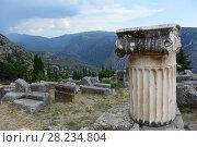 Древнегреческая колонна на фоне гор. Дельфы (2015 год). Стоковое фото, фотограф Скалдина Мария / Фотобанк Лори