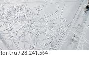 Купить «Следы от снегоходов и машин на снегу. Вид сверху», фото № 28241564, снято 9 марта 2018 г. (c) Pukhov K / Фотобанк Лори