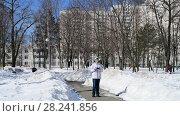 Купить «Moscow, Russia - March 30. 2018. teenager operates quadrocopter DJI Mavic Air.», видеоролик № 28241856, снято 30 марта 2018 г. (c) Володина Ольга / Фотобанк Лори