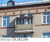 Купить «Пятиэтажный трёхподъездный кирпичный жилой дом серии I-410 (САКБ), построен в 1958 году. Ивантеевская улица, 17, корпус 1. Район Богородское. Город Москва», эксклюзивное фото № 28242248, снято 29 марта 2018 г. (c) lana1501 / Фотобанк Лори