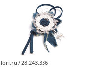 Купить «Simple pendant in the form of a handmade flower made of denim fabric on a white background», фото № 28243336, снято 28 июля 2017 г. (c) Олег Белов / Фотобанк Лори