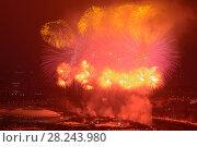 Купить «Салют (фейерверк) в Москве на День защитника Отечества», эксклюзивное фото № 28243980, снято 23 февраля 2018 г. (c) Алексей Бок / Фотобанк Лори