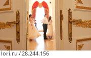 Купить «Couples in vintage costumes dancing waltz», видеоролик № 28244156, снято 22 июля 2019 г. (c) Константин Шишкин / Фотобанк Лори
