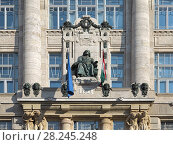 Купить «Статуя Ференца Листа на фасаде музыкальной академии Ференца Листа в Будапеште, Венгрия», фото № 28245248, снято 5 декабря 2016 г. (c) Михаил Марковский / Фотобанк Лори