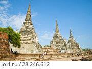Солнечный день у древних ступ буддистского храма Wat Phra Si Sanphet. Аюттхая. Таиланд (2017 год). Стоковое фото, фотограф Виктор Карасев / Фотобанк Лори